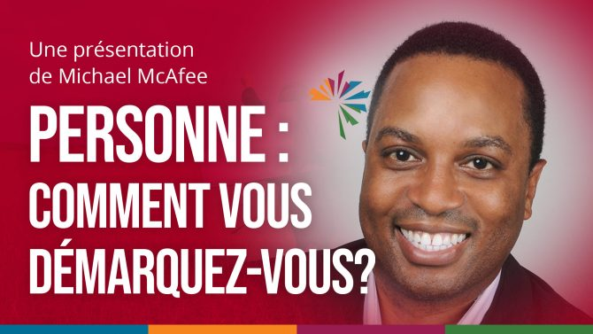"A red background with a photo of the facilitator on the side and the text, ""Personne : Comment vous démarquez-vous?"""